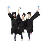 lycklig deltagare tre för asiatisk avläggande av examen Arkivbild
