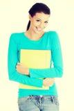 Lycklig deltagarekvinna med anteckningsböcker Royaltyfri Bild