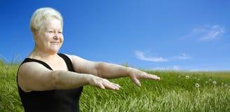 lycklig det friapensionärkvinna Royaltyfri Bild