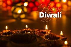 Lycklig diwali - diwalihälsningkort med upplyst diya Arkivfoton