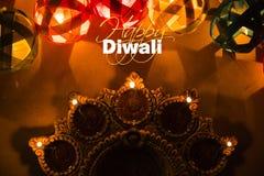 Lycklig diwali - diwalihälsningkort med upplyst diya Royaltyfri Bild