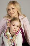 lycklig dotter henne moder royaltyfria bilder
