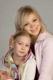 lycklig dotter henne moder royaltyfria foton