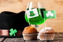 Lycklig drink för gräsplan för dag för St Patrick ` s Arkivbilder
