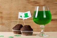 Lycklig drink för gräsplan för dag för St Patrick ` s Arkivbild