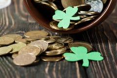 Lycklig drink för gräsplan för dag för St Patrick ` s Royaltyfri Foto