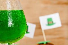Lycklig drink för gräsplan för dag för St Patrick ` s Fotografering för Bildbyråer