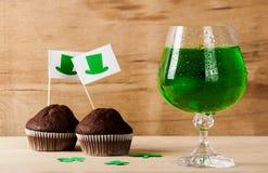 Lycklig drink för gräsplan för dag för St Patrick ` s Royaltyfri Bild