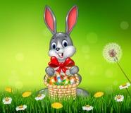 Lycklig easter kanin med påskägget i korgen stock illustrationer