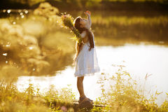 Lycklig entusiastisk flicka med Fotografering för Bildbyråer