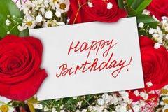 Lycklig födelsedag för för rosbukett och kort Royaltyfri Bild