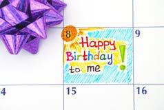 Lycklig födelsedag för påminnelse till mig i kalender med pilbågen Fotografering för Bildbyråer