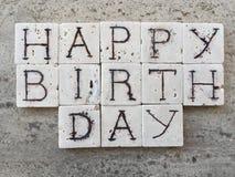 Lycklig födelsedag på sned marmorstycken Fotografering för Bildbyråer