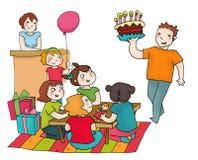 Lycklig födelsedagdeltagare med vänner Fotografering för Bildbyråer