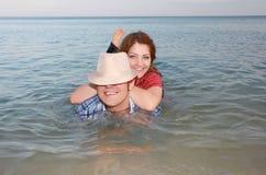lycklig förälskelse för par Royaltyfri Foto