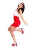 Lycklig förvånad kvinna i den röda klänningen som isoleras på arkivbild