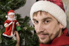 Lycklig fader Christmas som ser kameran Arkivfoton