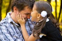 Lycklig fader och dotter Fotografering för Bildbyråer
