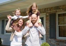 lycklig familj Fotografering för Bildbyråer
