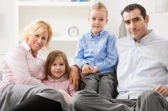 lycklig familj royaltyfri foto