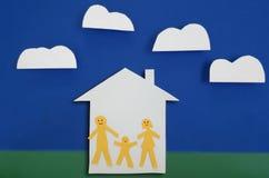 Lycklig familj av hus tre Fotografering för Bildbyråer