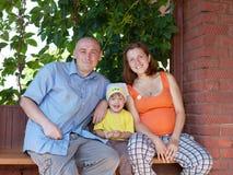 Lycklig familj av tre Arkivbilder