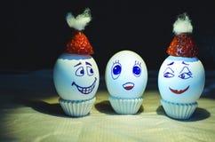 Lycklig familj för easter ägg arkivbild