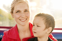 Lycklig familj för kvinna och för pojke Royaltyfri Bild