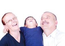 Lycklig familj, farfar, farmor och grandso Arkivfoton