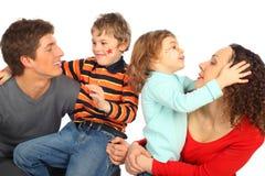 lycklig familj fyra Royaltyfri Foto