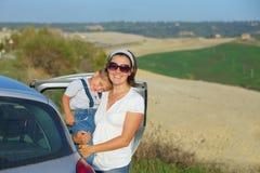 Lycklig familj i Tuscan Arkivbilder