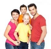 Lycklig familj med två barn på vit Royaltyfri Bild