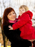 Lycklig familj, moder och barn arkivfoton