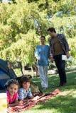 Lycklig familj på en campa tur Fotografering för Bildbyråer