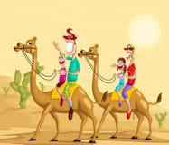 Lycklig familj på kamelritt Royaltyfria Bilder