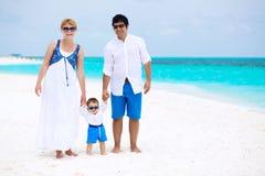 Lycklig familj på stranden Royaltyfri Foto