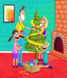 Lycklig familj som dekorerar julgranen Royaltyfri Bild