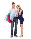 Lycklig familj som förväntar barnet med shoppingpåsar Arkivbilder