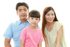 Lycklig familj som tillsammans ler arkivbilder