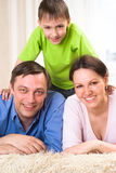 Lycklig familj tre Fotografering för Bildbyråer