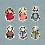 Lycklig familj, tre utvecklingar: Mamma, farsa, mormor, morfar och ungarna Arkivbilder