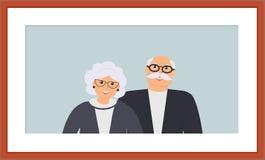 Lycklig familjpensionärstående: gullig le äldre man och kvinna på det ljust - blå bakgrund i den träbruna ramen pensionerat stock illustrationer