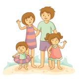 Lycklig familjsemester tillsammans på stranden Royaltyfri Bild