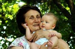 lycklig farmor Arkivbild
