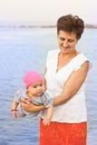 Lycklig farmor och sondotter Arkivbild