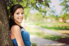 Lycklig flicka i en parkera Arkivbilder