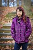 Lycklig flicka i färgrikt lag royaltyfri foto
