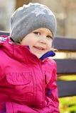 Lycklig flicka i kall tid Arkivbilder