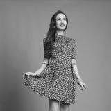 Lycklig flicka i kort klänning Arkivbilder