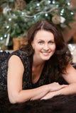 lycklig flicka jul min version för portföljtreevektor Stranda av hår vänder mot in Royaltyfria Bilder